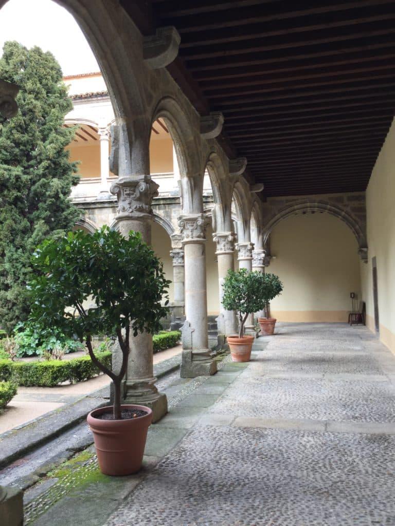 Claustro Renacentista koristeelliset pylväät